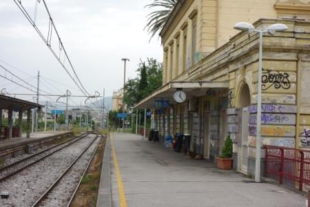 4.gün 005 (Pompei tren istasyonu)