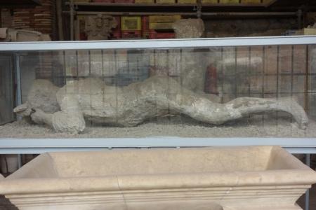 4.gün 020 (Pompei antik kenti, hamile kadin)
