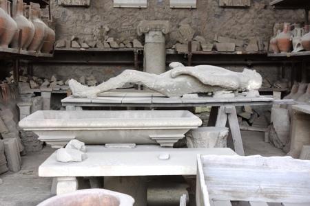 4.gün 021 (Pompei antik kenti, adam)