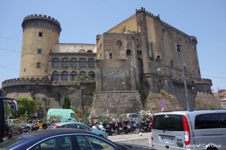 napoli002-castel-nuovo