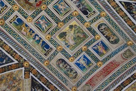 Siena katedralindeki tavan motifleri