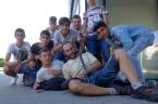 Lambach yakınlarında Türk çocuklarla. (soldaki Trabzonspor çantasına dikkat)