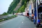Kilometrelerce uzayan tır konvoyu